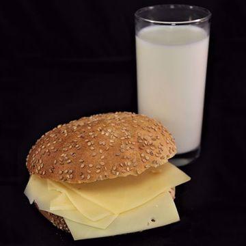 Afbeeldingen van Broodje jong belegen kaas
